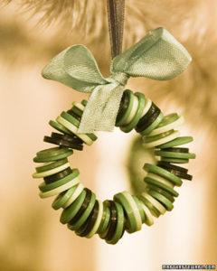 karácsonyfadísz gombokból